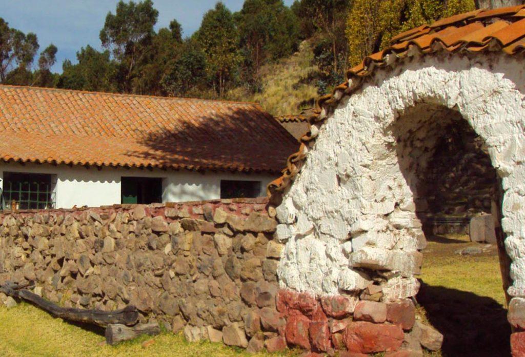 Fundo Chincheros - Sitios turísticos en Puno
