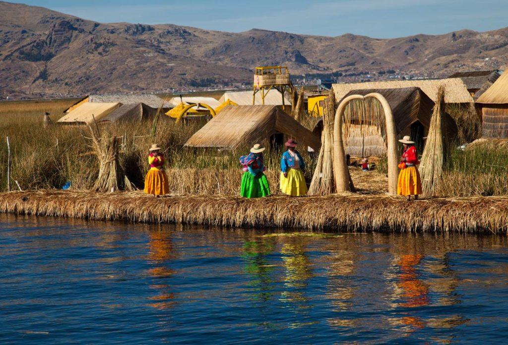 Las islas flotantes de los Uros - sitios turísticos de Puno